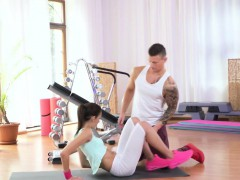 athletic-cocksucking-beauty-worksout-pussy