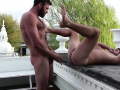 hairy-gay-flip-flop-with-cumshot