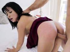 rina-ellis-in-first-time-trying-big-dick