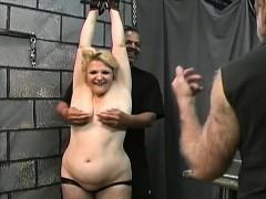 avid bondage with two beautiful hotties