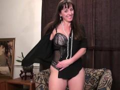 usawives-horny-mature-lady-self-toy-masturbation