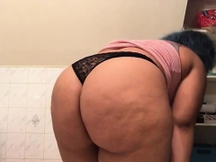 bbw-plays-with-her-pussy-and-shows-ass-on-webcam