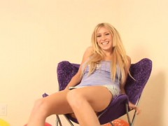 allison-pierce-makes-truly-naked-and-shows-her-soft-natural