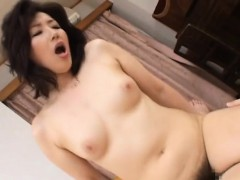 pretty-older-gets-on-all-fours-and-gets-pussy-licked
