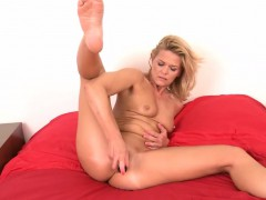 horny-milf-carrie-sex-toy-fucking