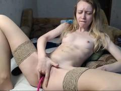 amateur-brunette-babe-masturbate
