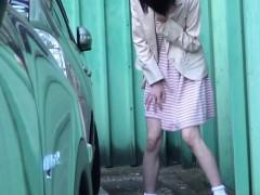 Hot japanese babe pisses