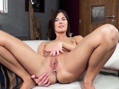 Naughty Czech Chick Opens Up Her Narrow Pussy To The Bizarre