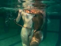 bad-quality-underwater-lesbian-show