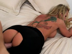 Lustful Chick With Body Cums While Riding A 10-pounder