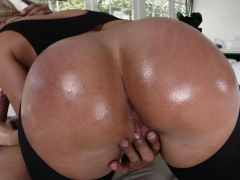 Huge Penis For Massive Booty Candice Dare