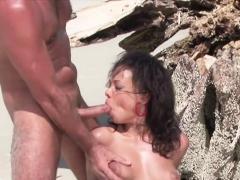 Zwei Deutsche Urlauber Ficken Einheimische Am Strand Anal