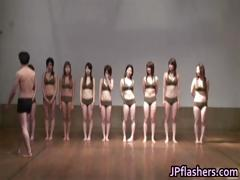 super-hot-japanese-girls-flashing-part1