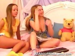 teen-twins-on-webcam