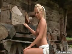 hot-blonde-babe-gets-horny-showing-off-part4