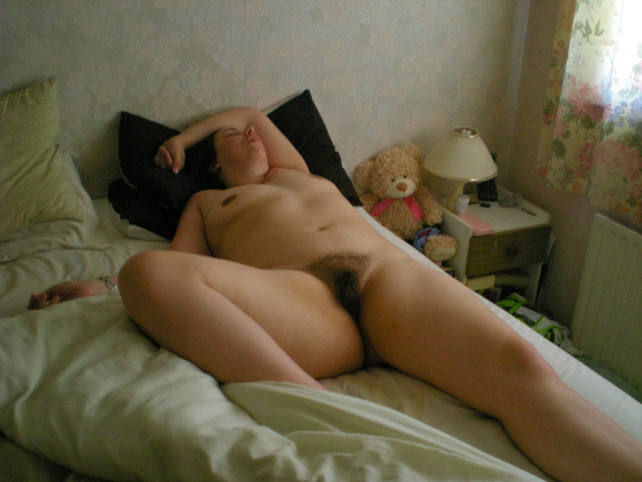 Mature young sleep nude, cream pies in the pussy