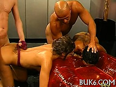 slave-gets-pissing-from-master