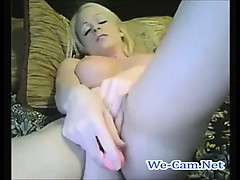 blonde-chick-nice-butt-masturbates-toys-live-cams