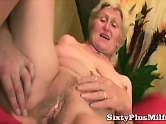 granny-and-her-new-dildo