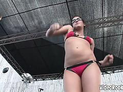 Flick Showing Horny Chicks