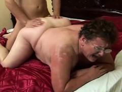 Порно ролики одну пьяную ебут толпой онлайн смотреть