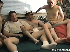 hot-fag-is-sucking-big-white-cock-part2