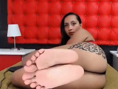Super Hot Ebony Babe With Fat Ass Teases On Webcam