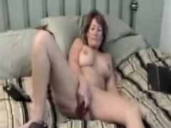 mum-toying-and-watching-porn