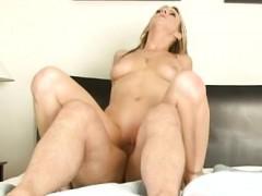 18-year-old-pornstar-deepthroat-cum-swallow