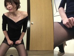 subtitled-embarrassed-japanese-women-fails-to-hold-in-pee-hd