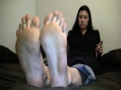 foot-goddess-leena-on-cam