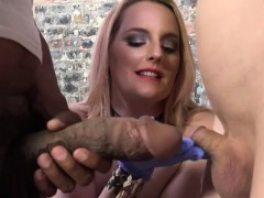 Harmoni Kalifornia Takes A Big Black Cock In Front Of A