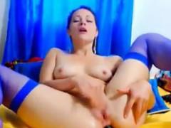 sexy-cam-chick-masturbating