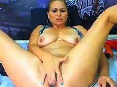 thick-cam-slut-masturbating