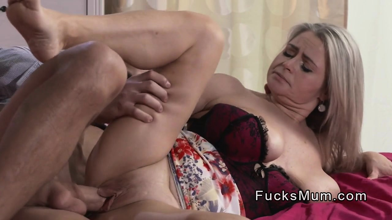 Best Friends Mom Gives Head