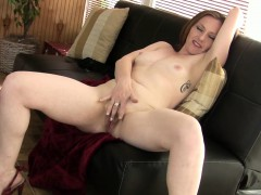 hot-milf-amber-is-excited-for-you-to-watch-her-masturbate