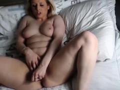 hot-blonde-webcam-girl-fingering-pussy