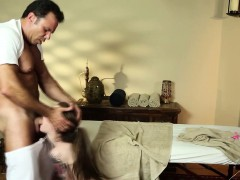 babe-face-fucks-masseur