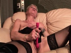 sexy-mature-masturbating-twat-with-vibrator