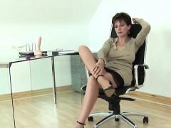 unfaithful-uk-mature-lady-sonia-showcases-her-big-melons