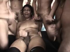Ebony Shemale orgie lange pussy spuit