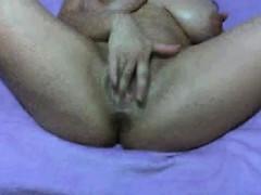 kenia-live-masturbating-on-webcam