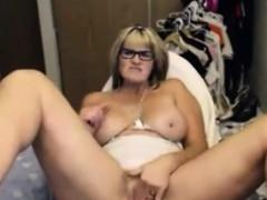 amateur-hot-mature-masturbates