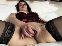 frisky-arab-british-mommy-getting-breana