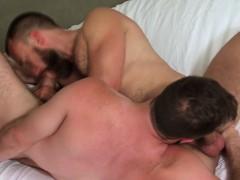 Muscly Bear Spunks Hunk