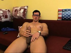 hot-white-guy-with-muscular-body-jerks-off