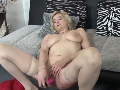 europemature-mature-eva-solo-masturbation