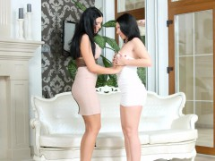 knockers-on-wood-lesbian-scene-with-kyra-queen-and-pa