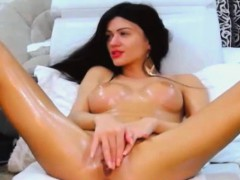 beautiful-hot-babe-fucks-her-pussy