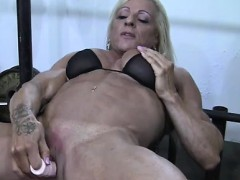 muscled-pussy-is-too-powerful-for-fuck-machine